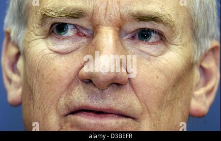 (dpa) - German Interior Minister Otto Schily (SPD), pictured at a press conference in Berlin, 15 January 2003. Schily - Stock Photo