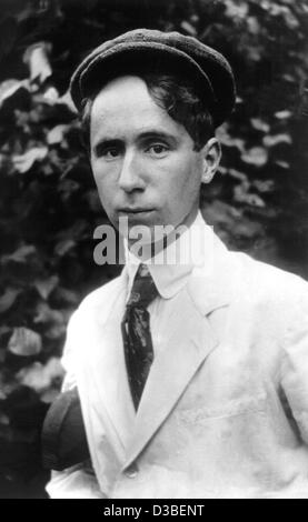 (dpa files) - German author and dramatist Bertholt Brecht, pictured at the age of 20 in Germany, 1918. He was born - Stock Photo