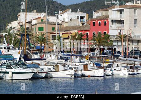 (dpa) - Motorboats and sailing yachts anchor in the marina of Andraitx on the resort island of Majorca, Spain, 8 - Stock Photo