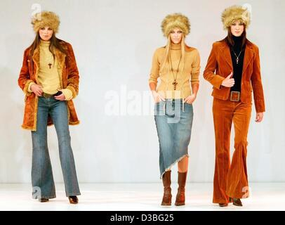 (dpa) - Three models pose on the catwalk and present the fashion collection for the autmn and winter season 2003/2004 - Stock Photo