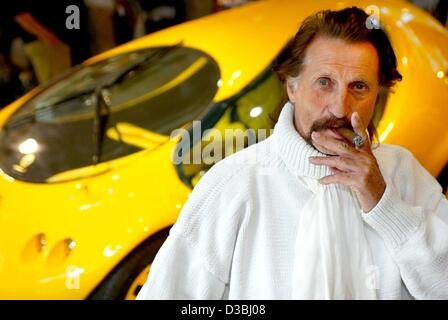 (dpa) - Industrial designer Luigi Colani smokes a cigar at the opening of his exhibition 'Luigi Colani - Shapes - Stock Photo