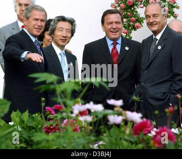 (dpa) - US President George W. Bush (L-R), Japanese Prime Minister Junichiro Koizumi, German Chancellor Gerhard - Stock Photo