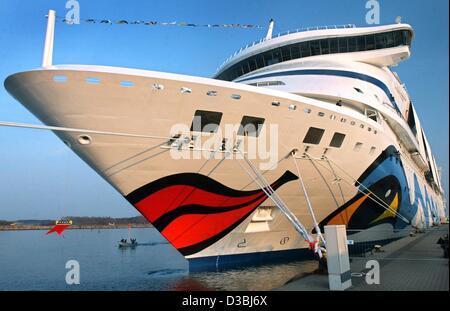 (dpa) - The 'AIDAaura' is docked in the harbour in Rostock-Warnemuende, Germany, 13 April 2003. The luxury cruise - Stock Photo