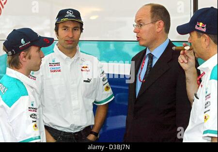 (dpa) - Prince Albert of Monaco (2nd from R) chats with German fornula one pilot Nick Heidfeld (L) and Heinz-Harald - Stock Photo