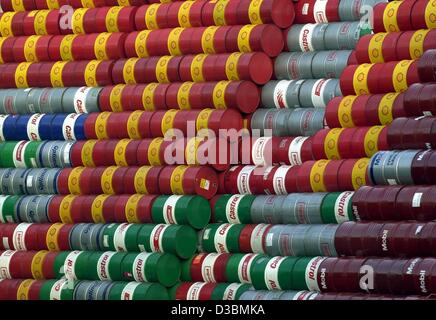 (dpa) - Empty oil barrels are piled up on the yard of a recycling company in Hamburg, 1 April 2003. Here, the used - Stock Photo