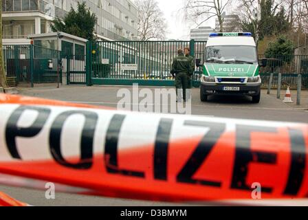 (dpa) - German police sealed off the US consulate in Frankfurt, Germany, 20 March 2003. German authorities stepped - Stock Photo
