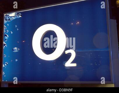 (dpa) - The logo of the mobile network provider O2 is seen in Munich, 19 May 2003. O2 will publish its annual figures - Stock Photo
