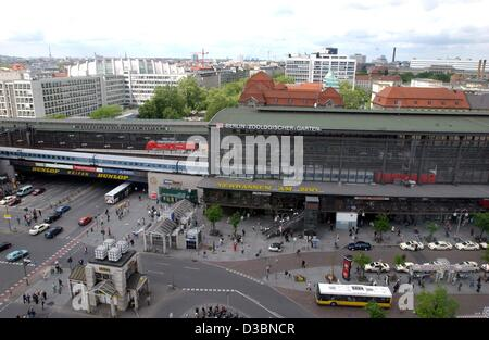 (dpa) - A view of the famed Bahnhof Zoologischer Garten (train station zoological garden) in downtown Berlin, 20 - Stock Photo