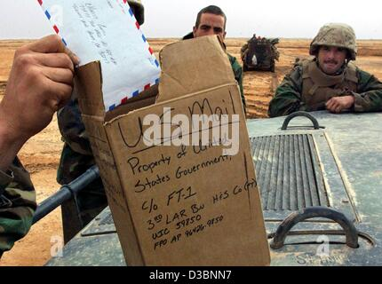 (dpa) - The hand of a marine pulls out a letter from a carton which functions as a letterbox near Ad Dianiyah in - Stock Photo