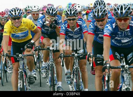 (dpa) - US Postal-Berry Floor's Lance Armstrong (L) from the US, wearing the overall leader's yellow jersey, rides - Stock Photo