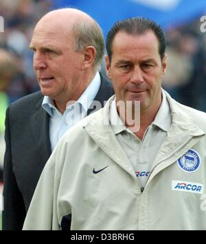 (dpa) - Hertha Berlin's manager Dieter Hoeness (L) and Dutch soccer coach Huub Stevens look concerned and serious - Stock Photo