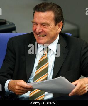 (dpa) - German Chancellor Gerhard Schroeder laughs after a speech in the Bundestag in Berlin, 25 September 2003. In his speech to parliament after his long-awaited meeting with the U.S. President in New York on 24 September, Schroeder insisted there were no major differences in the U.N. Security Cou