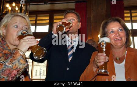 (dpa) - Politicians of the liberal party FDP, General Secretary Cornelia Pieper (L), Party Chairman Guido Westerwelle - Stock Photo