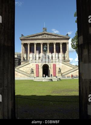 (dpa) - A view of the Old National Gallery on the Museum Island in Berlin, 2 September 2003. The Museum Island, - Stock Photo