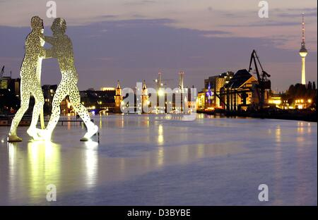 (dpa) - The 'Molecule Man' seems to be standing on the surface of the River Spree in downtown Berlin, 22 July 2003. - Stock Photo