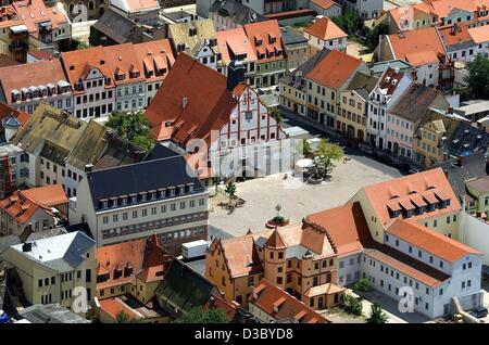 (dpa) - A view of the town hall on the market square in the village of Grimma near Leipzig, eastern Germany, 28 - Stock Photo