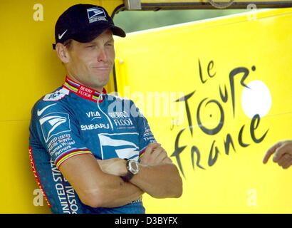 (dpa) - US Postal-Berry Floor's Lance Armstrong from the US grimaces as he waits to put on the overall leader's - Stock Photo