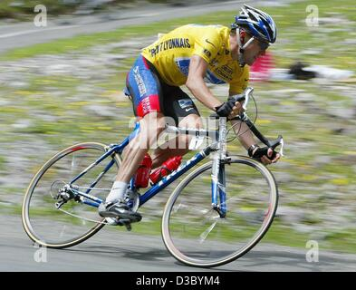(dpa) - US Postal-Berry Floor's Lance Armstrong from the US races downhill during the 16th stage of the 2003 Tour - Stock Photo