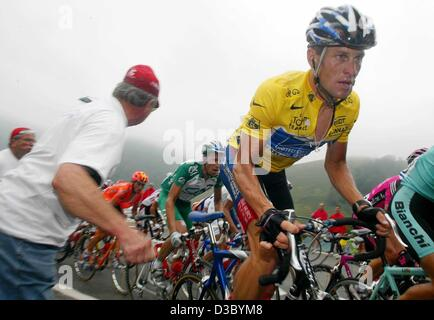 (dpa) - US Postal-Berry Floor's Lance Armstrong (R) from the US passes by a spectator during the 16th stage of the - Stock Photo