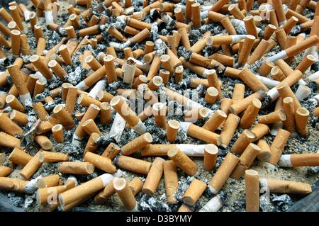 (dpa) - An ashtray is brimful with cigarette butts, in a hospital in Frankenberg near Kassel, Germany, 23 July 2003. - Stock Photo