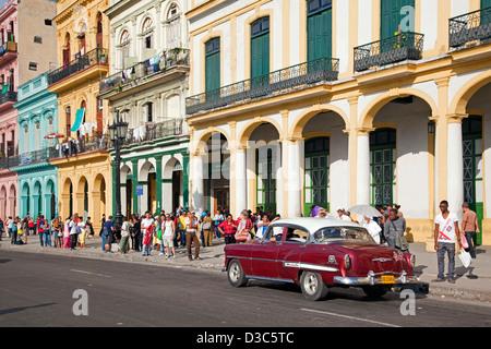 Old 1950s vintage American car / Yank tank on the Prado avenue / Paseo del Prado in Havana, Cuba, Caribbean - Stock Photo