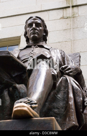 John harvard statue in harvard university - Stock Photo