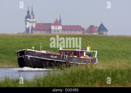 Torgau, Germany, historical Gaffelketsch Nell Britt on the Elbe River in front of the castle Hartenfels - Stock Photo