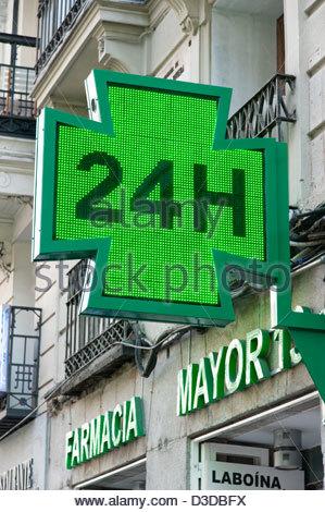 24 hour pharmacy sign, Madrid, Spain - Stock Photo