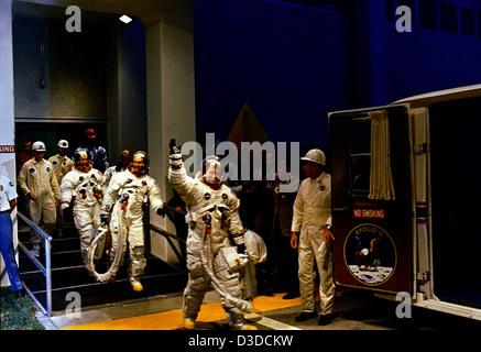 apollo space flight crews - photo #30
