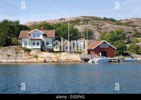 Fjällbacka, Sweden, Sommerhaeuser Schaer on an island - Stock Photo