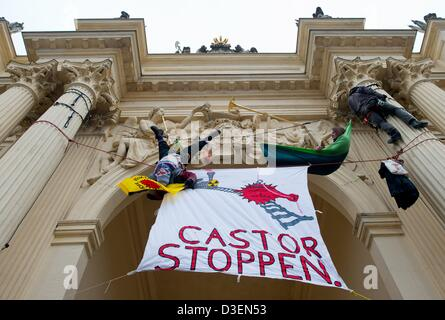 Nuclear power opponents from the group'Brueckentechnologie' have hung a banner reading 'Stop Castor' from the Brandenburg - Stock Photo