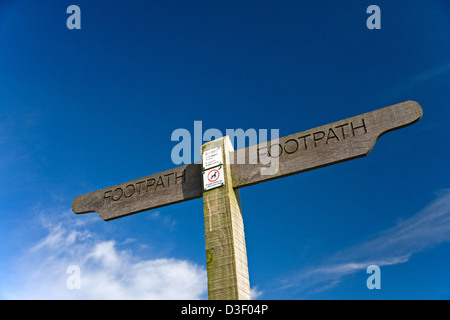 Footpath sign erected by Hampshire county Council - Stock Photo
