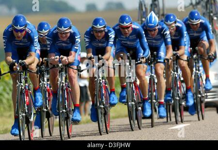 (dpa) -  Cyclists of the Team US Postal Services ride their bicycles along a country road during the fourth leg - Stock Photo