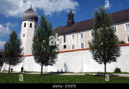 (dpa) - A view of the Benedictine Frauenchiemsee Convent on the Fraueninsel (women's island) in Lake Chiemsee in - Stock Photo