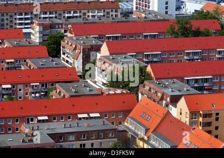 (dpa) - A aerial view of a settlement in Frankfurt an der Oder, Germany, 4 June 2003. Frankfurt Oder has 80,000 - Stock Photo
