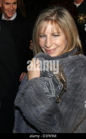 (dpa) - Barbra Streisand arrives for the 'Meet the Fockers' premiere in Los Angeles, USA, 16 December 2004. - Stock Photo