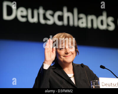 (dpa) - Angela Merkel, Leader of the German Christian Democratic Union (CDU), waves during the start of the CDU's 18th party congress in Duesseldorf, Germany, 6 December 2004. The party congress takes place under the motto 'Deutschlands Chancen nutzen' (to use Germany's chances). Stock Photo