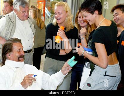 (dpa) - Italian designer Luigi Colani (L) chats with industrial design students during the opening of his exhibition - Stock Photo