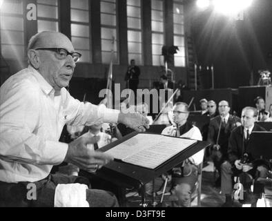 (dpa files) -Igor Fyodorovich Stravinsky, US composer of Russian descent, conducts the NDR symphony orchestra for - Stock Photo