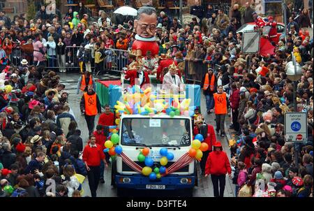 (dpa) - Floats with huge figures made from cardboard roll through the city centre while children and adults alike - Stock Photo