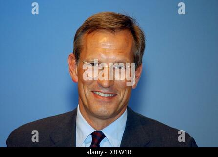 (dpa) - Michael Diekmann, new CEO of the financial services and insurance group Allianz AG, pictured during the general meeting of the Allianz group in Munich, 28 April 2003. Writedowns in the value of Allianz's vast stock portfolios hit the German-based insurance group in the first quarter of this year, and shareholders were warned to expect a third straight quarter of losses.