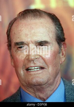 (dpa files) - US actor James Garner, pictured in Venice, Italy, 30 August 2000. On 7 April 2003 the Hollywood actor - Stock Photo