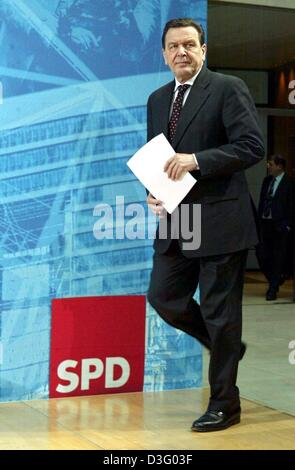 (dpa) - German Chancellor Gerhard Schroeder arrives for a press conference in Berlin, 3 February 2003. His Social Democratic Party SPD suffered a heavy defeat in regional elections in the states of Hesse and Lower Saxony on 2 February. Despite the most humiliating defeats in his political life Schroeder has vowed to press ahead faster with a programme of reforms. The elections were