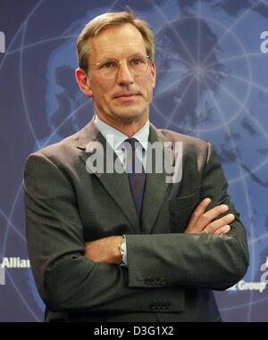 (dpa) - Michael Diekmann, new CEO of the Allianz AG, the financial services and insurance provider, looks serious with folded arms during a press conference in Munich, Germany, 20 March 2003. Diekmann continues the company policy of providing integrated financial services by holding on to the lossy Dresdner Bank. The Allianz AG wants to raise new capital in billions of Euro after h