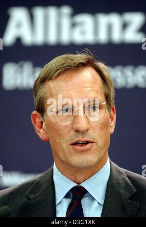 (dpa) - Michael Diekmann, new CEO of the Allianz AG, the financial services and insurance provider, speaks during a press conference in Munich, Germany, 20 March 2003. Diekmann continues the company policy of providing integrated financial services by holding on to the lossy Dresdner Bank. The Allianz AG wants to raise new capital in billions of Euro after having experienced the fi