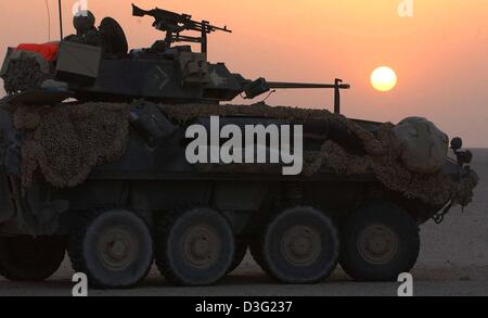 (dpa) - A light LAV tank of the 3rd Light Amoured Reconnaissance Battalion (LAR) of the US-Marines stands guard - Stock Photo