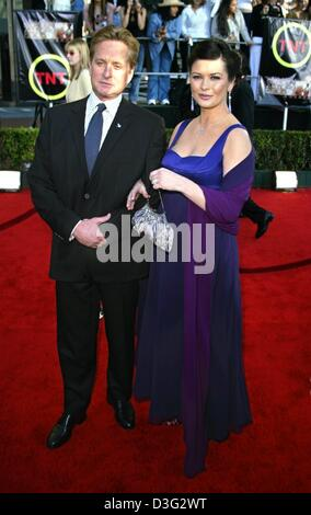 (dpa) - US actor Michael Douglas and his pregnant wife, Welsh Hollywood actress Catherine Zeta Jones, arrive to - Stock Photo