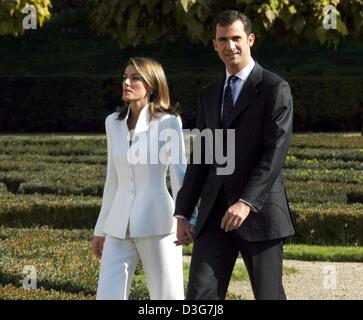 (dpa) - Spanish Crown Prince Felipe and his fiancee Letizia Ortiz (L) smile and hold hands as they stroll  during - Stock Photo