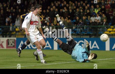 (dpa) - Beveren's goalkeeper Boubacar Barry Copa cannot save the ball from Stuttgart's Imre Szabics (L) during the - Stock Photo