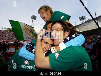 (dpa) - Bremen's players Markus Daun (top), Johan Micoud (bottom, L) and Mladen Krstajic (bottom, R) cheer and jubilate - Stock Photo